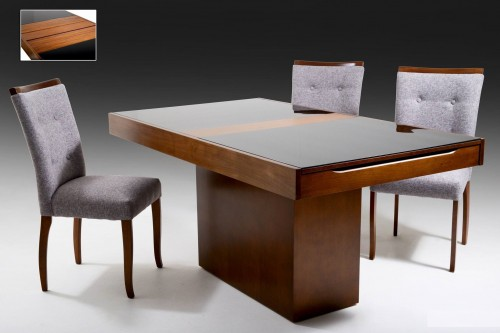 Mesa Elástica Alpha Dimensões: Alt: 0,78m Larg: 1,20m - 1,40m - 1,60m Prof: 0,94m   Cadeira  Dimensões: Alt: 0,95m Prof: 0,46m Largura: 0,45m Possibilidade de escolher o tom de madeira ou laca e tecido